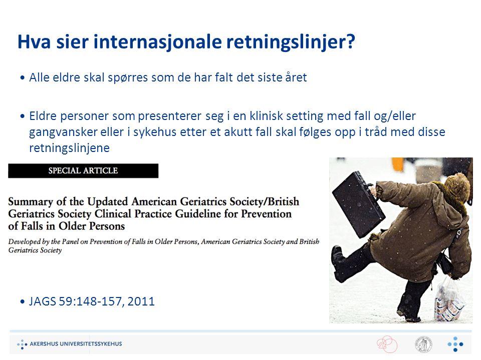 Hva sier internasjonale retningslinjer? Alle eldre skal spørres som de har falt det siste året Eldre personer som presenterer seg i en klinisk setting