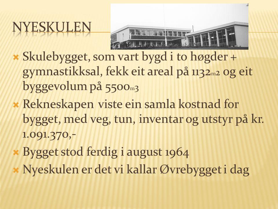  Skulebygget, som vart bygd i to høgder + gymnastikksal, fekk eit areal på 1132 m 2 og eit byggevolum på 5500 m 3  Rekneskapen viste ein samla kostnad for bygget, med veg, tun, inventar og utstyr på kr.