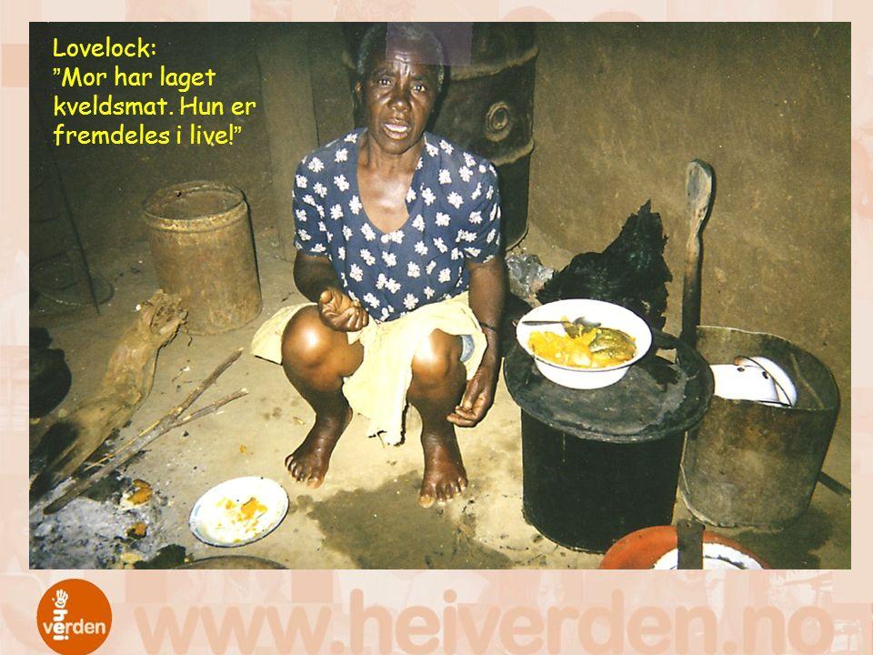 Lovelock: Mor har laget kveldsmat. Hun er fremdeles i live!