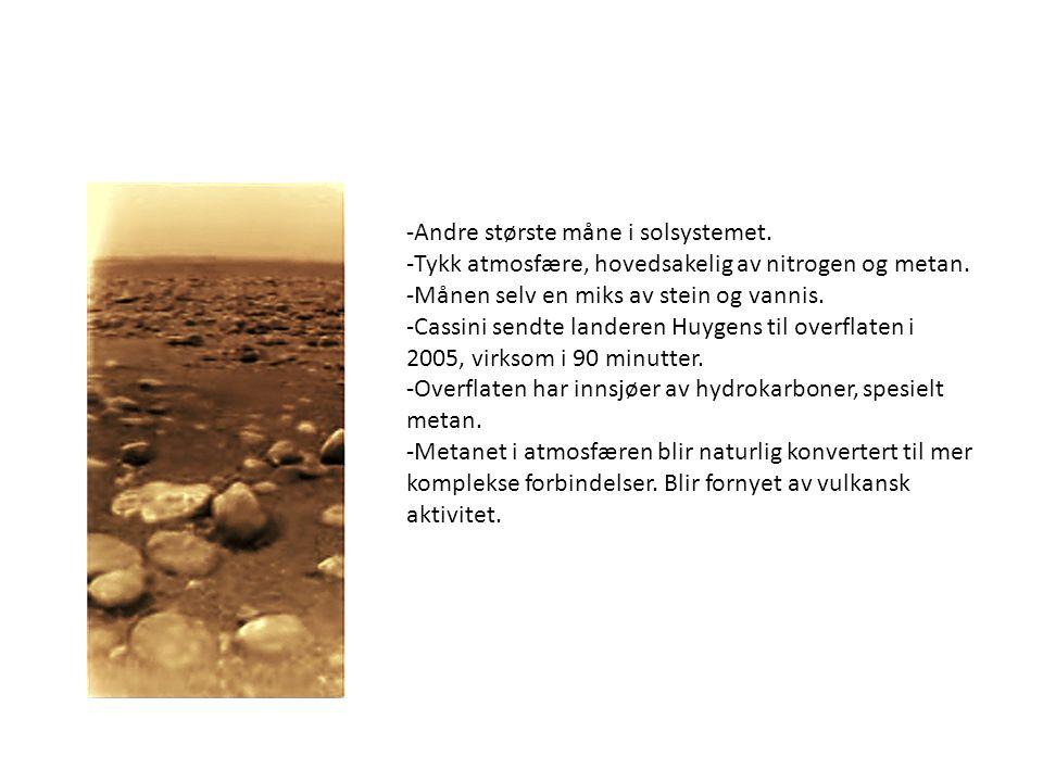 -Andre største måne i solsystemet. -Tykk atmosfære, hovedsakelig av nitrogen og metan. -Månen selv en miks av stein og vannis. -Cassini sendte landere