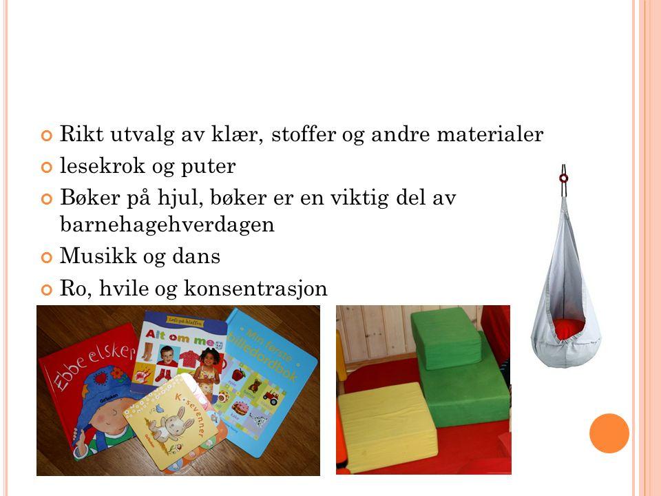 Rikt utvalg av klær, stoffer og andre materialer lesekrok og puter Bøker på hjul, bøker er en viktig del av barnehagehverdagen Musikk og dans Ro, hvile og konsentrasjon