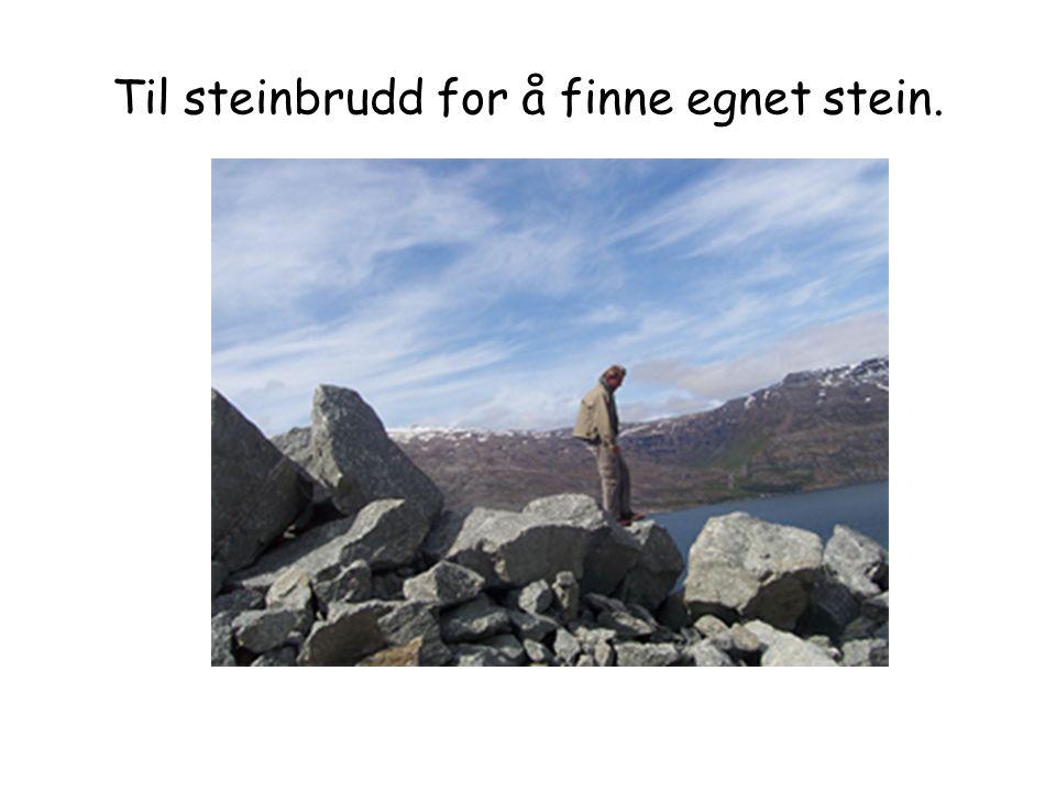 Til steinbrudd for å finne egnet stein.