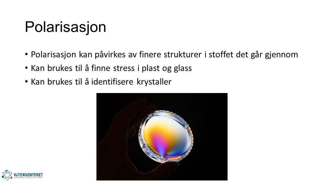 Polarisasjon Polarisasjon kan påvirkes av finere strukturer i stoffet det går gjennom Kan brukes til å finne stress i plast og glass Kan brukes til å identifisere krystaller
