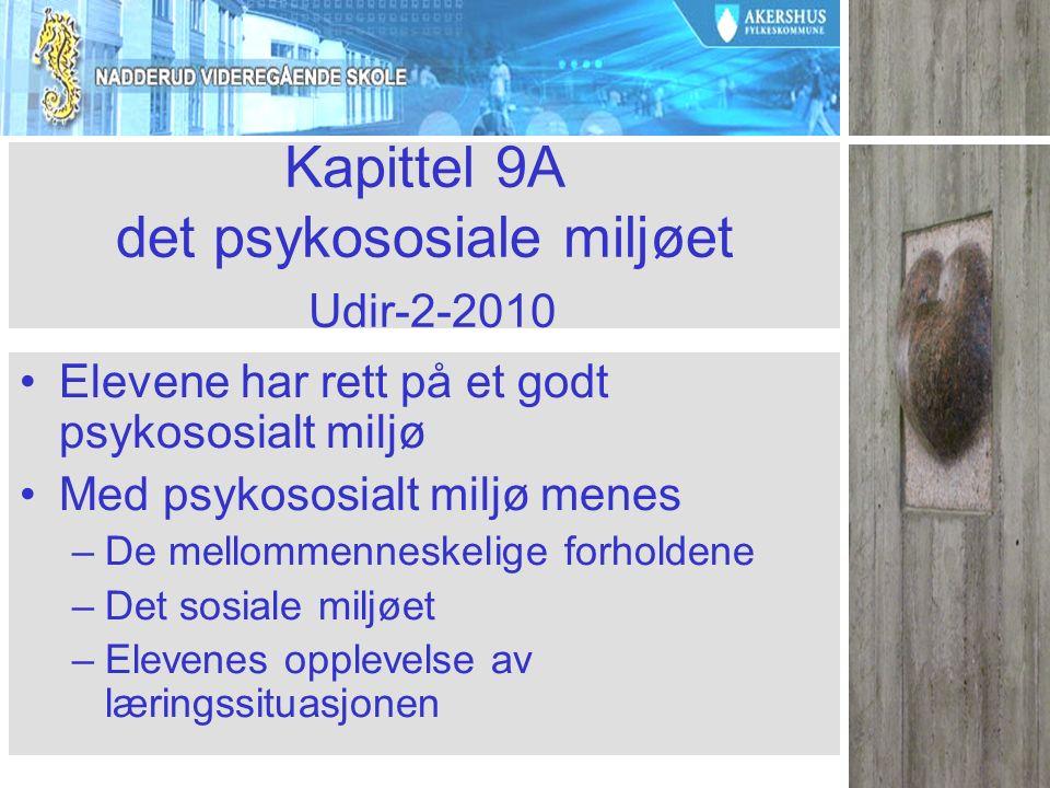 Kapittel 9A det psykososiale miljøet Udir-2-2010 Elevene har rett på et godt psykososialt miljø Med psykososialt miljø menes –De mellommenneskelige forholdene –Det sosiale miljøet –Elevenes opplevelse av læringssituasjonen