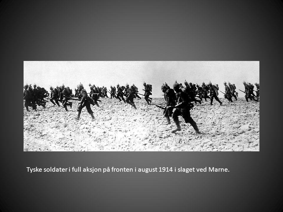 Tyske soldater i full aksjon på fronten i august 1914 i slaget ved Marne.