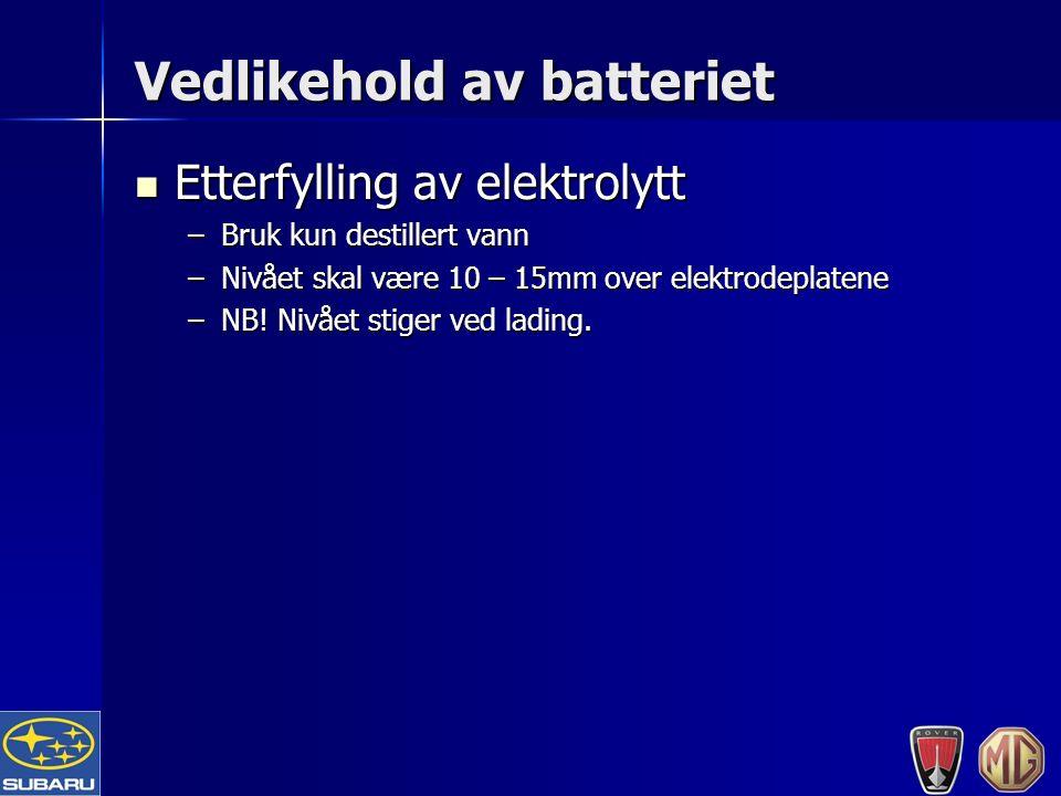 Vedlikehold av batteriet Etterfylling av elektrolytt Etterfylling av elektrolytt –Bruk kun destillert vann –Nivået skal være 10 – 15mm over elektrodeplatene –NB.