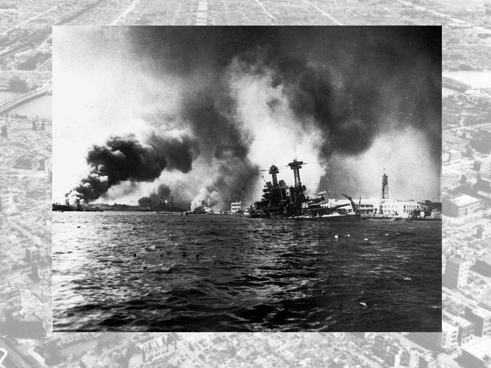 Og da det ble meldt inn meldinger om ukjente ubåter og fiskebåter på forbudt område, tok det ikke lang til før japanske flystyrker kom flygende inn over Pearl Harbor.