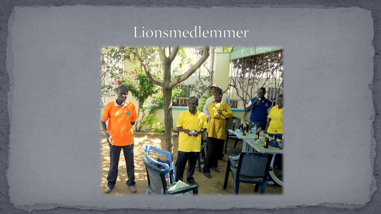 I Zambia tar så Nicholas kontakt med entreprenøren.