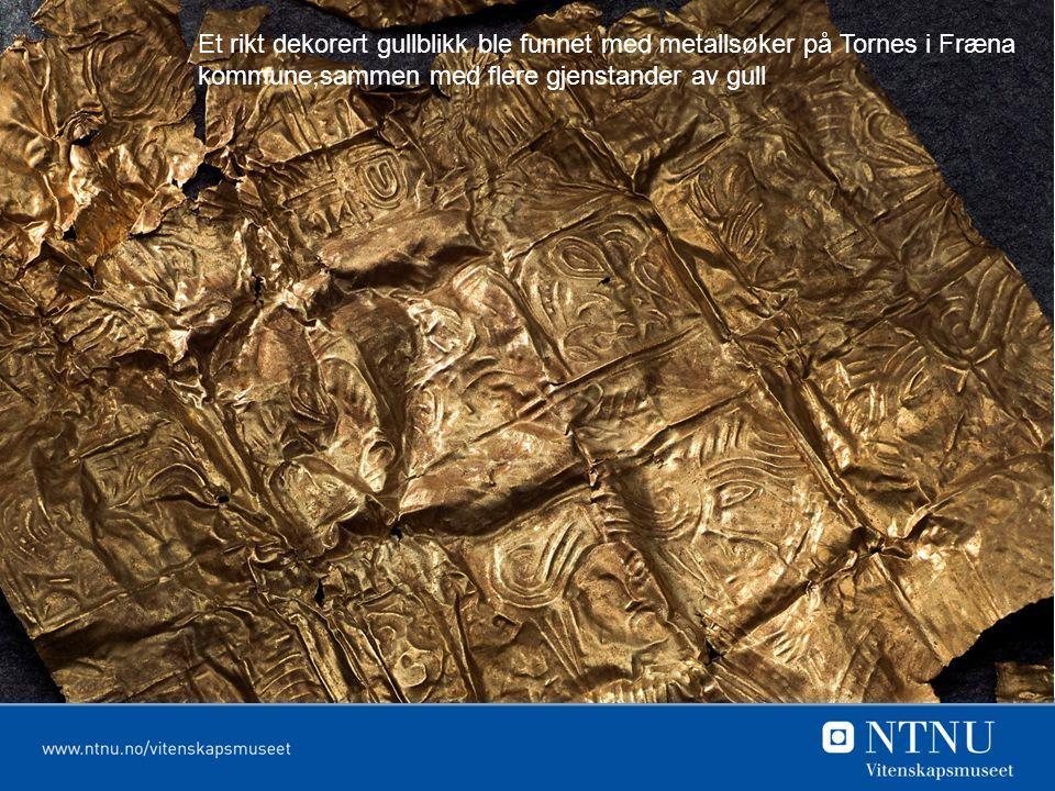 Et rikt dekorert gullblikk ble funnet med metallsøker på Tornes i Fræna kommune,sammen med flere gjenstander av gull.