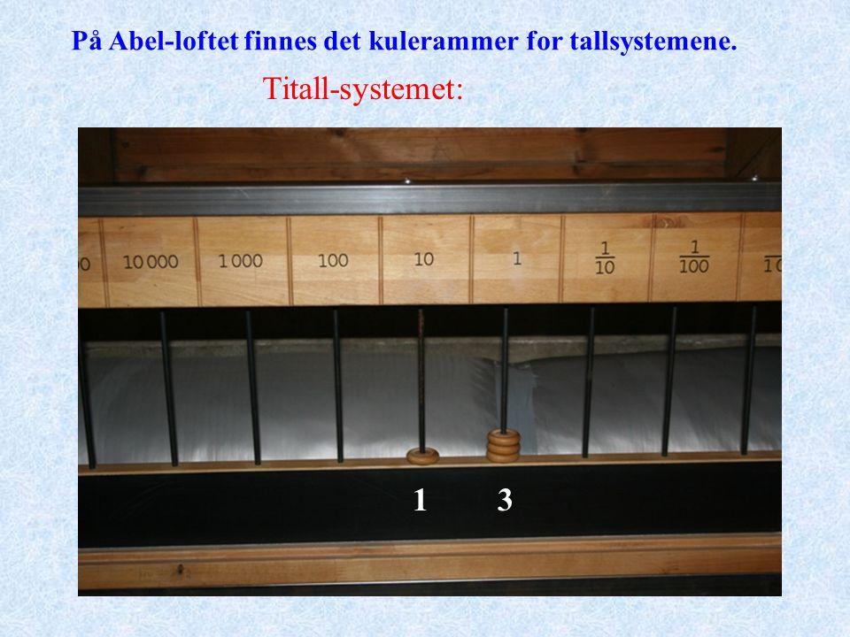 På Abel-loftet finnes det kulerammer for tallsystemene. Titall-systemet: 13