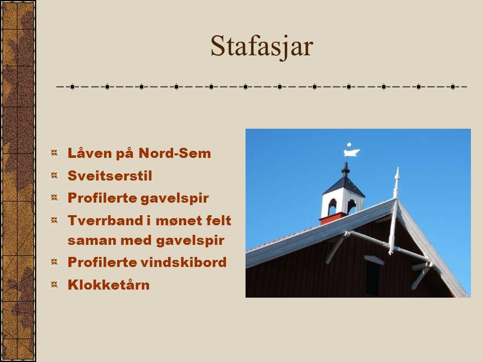 Stafasjar Låven på Nord-Sem Sveitserstil Profilerte gavelspir Tverrband i mønet felt saman med gavelspir Profilerte vindskibord Klokketårn