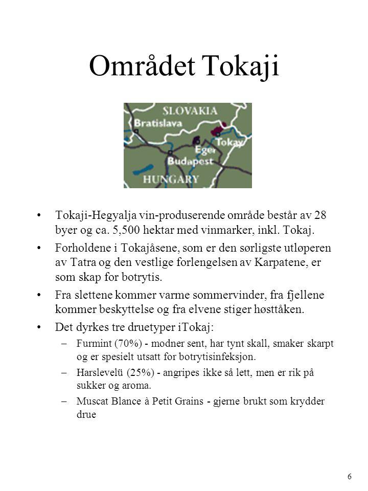 Området Tokaji Tokaji-Hegyalja vin-produserende område består av 28 byer og ca. 5,500 hektar med vinmarker, inkl. Tokaj. Forholdene i Tokajåsene, som