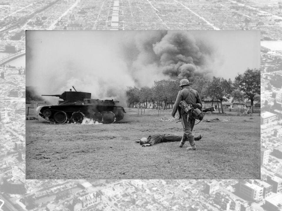 Tyskerne angrep med 153 divisjoner og 3 mill. mann på en front fra Ishavet til SVARTEHAVET.