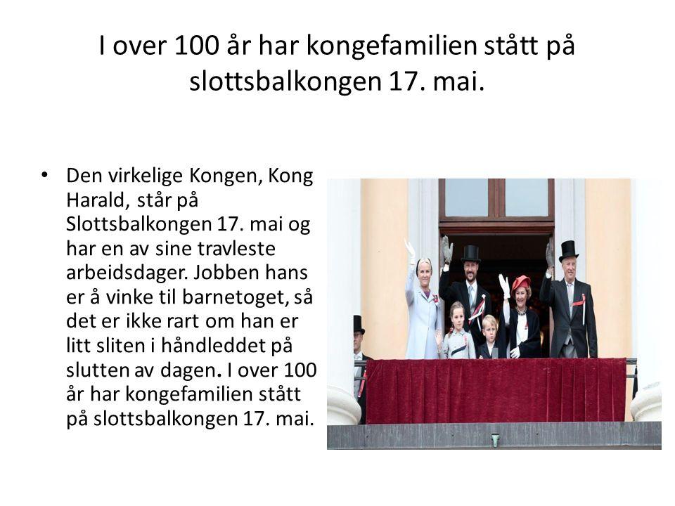 I over 100 år har kongefamilien stått på slottsbalkongen 17.