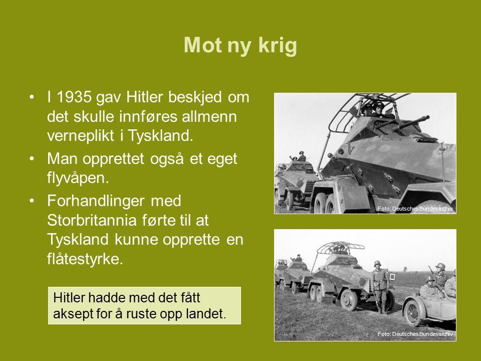Mot ny krig I 1935 gav Hitler beskjed om det skulle innføres allmenn verneplikt i Tyskland.