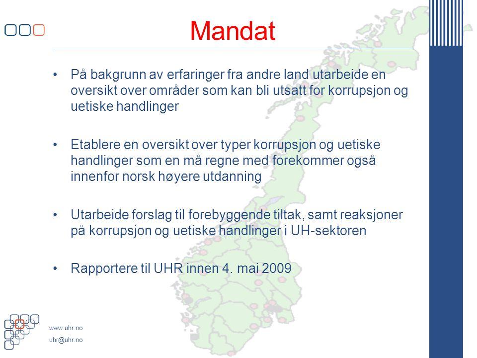 www.uhr.no uhr@uhr.no Mandat •På bakgrunn av erfaringer fra andre land utarbeide en oversikt over områder som kan bli utsatt for korrupsjon og uetiske handlinger •Etablere en oversikt over typer korrupsjon og uetiske handlinger som en må regne med forekommer også innenfor norsk høyere utdanning •Utarbeide forslag til forebyggende tiltak, samt reaksjoner på korrupsjon og uetiske handlinger i UH-sektoren •Rapportere til UHR innen 4.