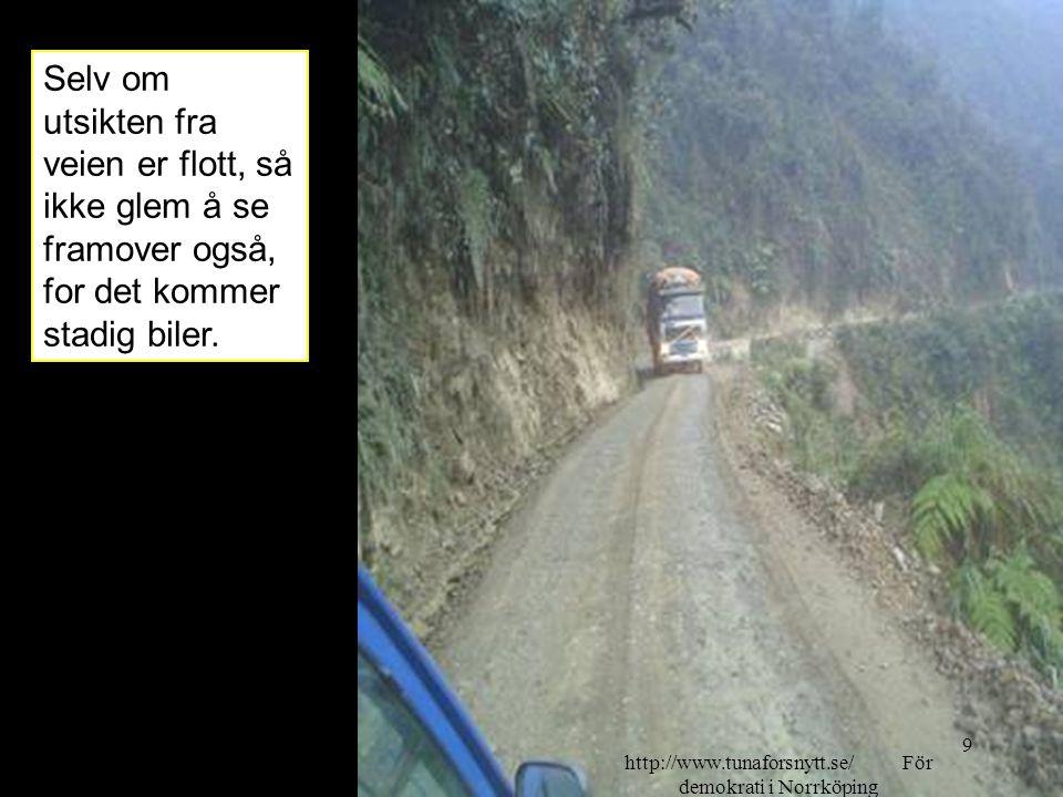 Selv om utsikten fra veien er flott, så ikke glem å se framover også, for det kommer stadig biler. 2014-06-209 http://www.tunaforsnytt.se/ För demokra