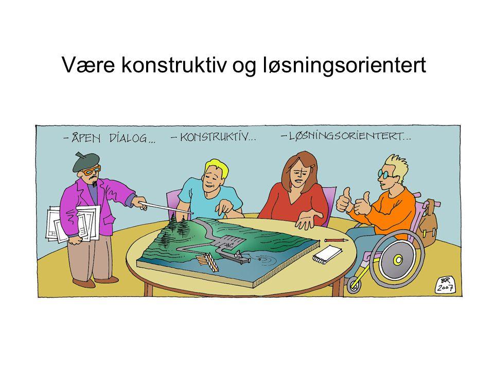 Være konstruktiv og løsningsorientert Denne tegningen viser tre rådsmedlemmer, to menn og en kvinne, som får forklart utbyggingsplanene (?) i kommunen