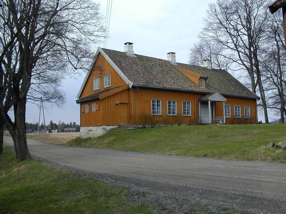 Huseby sett fra nordjordet