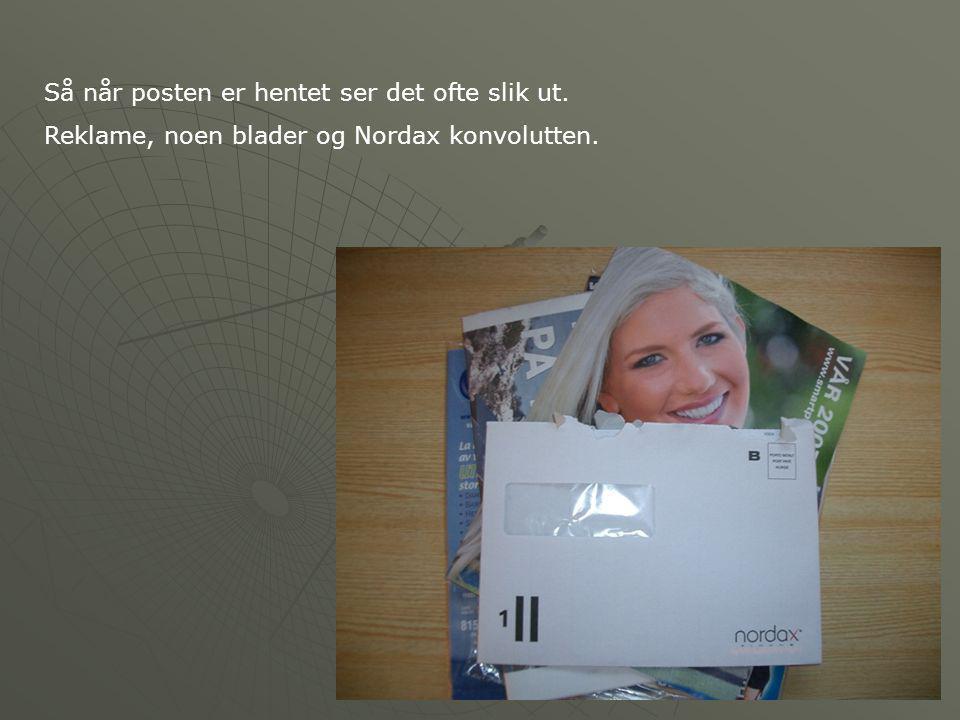 Så når posten er hentet ser det ofte slik ut. Reklame, noen blader og Nordax konvolutten.