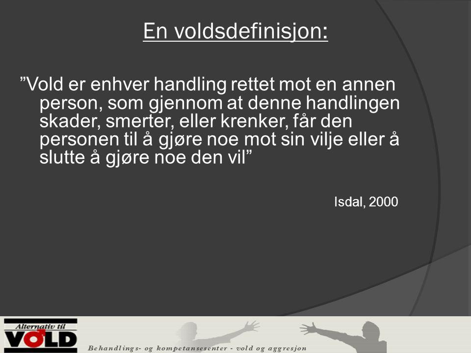 En voldsdefinisjon: Vold er enhver handling rettet mot en annen person, som gjennom at denne handlingen skader, smerter, eller krenker, får den personen til å gjøre noe mot sin vilje eller å slutte å gjøre noe den vil Isdal, 2000