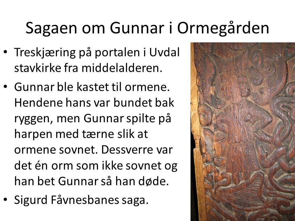 Sagaen om Gunnar i Ormegården • Treskjæring på portalen i Uvdal stavkirke fra middelalderen.