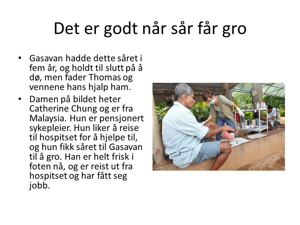 Det er godt når sår får gro • Gasavan hadde dette såret i fem år, og holdt til slutt på å dø, men fader Thomas og vennene hans hjalp ham. • Damen på b