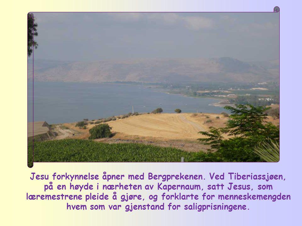 Jesu forkynnelse åpner med Bergprekenen.
