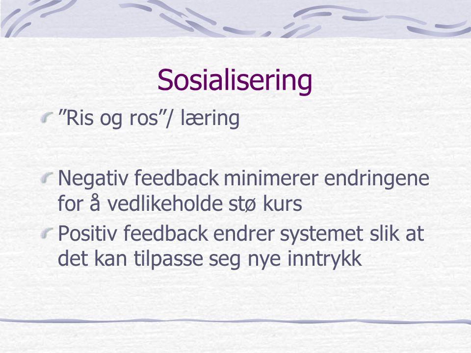 """Sosialisering """"Ris og ros""""/ læring Negativ feedback minimerer endringene for å vedlikeholde stø kurs Positiv feedback endrer systemet slik at det kan"""