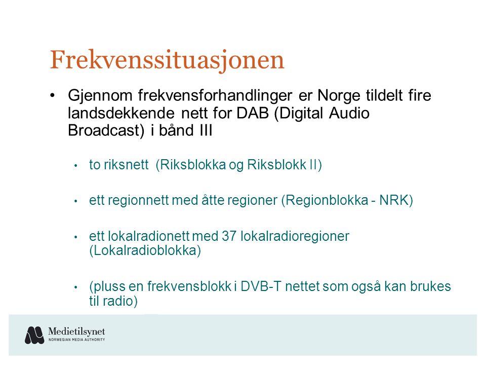 Frekvenssituasjonen •Gjennom frekvensforhandlinger er Norge tildelt fire landsdekkende nett for DAB (Digital Audio Broadcast) i bånd III • to riksnett (Riksblokka og Riksblokk II) • ett regionnett med åtte regioner (Regionblokka - NRK) • ett lokalradionett med 37 lokalradioregioner (Lokalradioblokka) • (pluss en frekvensblokk i DVB-T nettet som også kan brukes til radio)