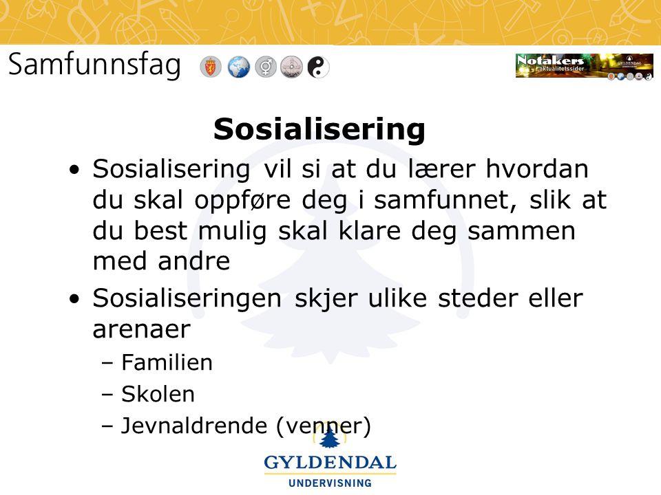 Sosialisering •Sosialisering vil si at du lærer hvordan du skal oppføre deg i samfunnet, slik at du best mulig skal klare deg sammen med andre •Sosial
