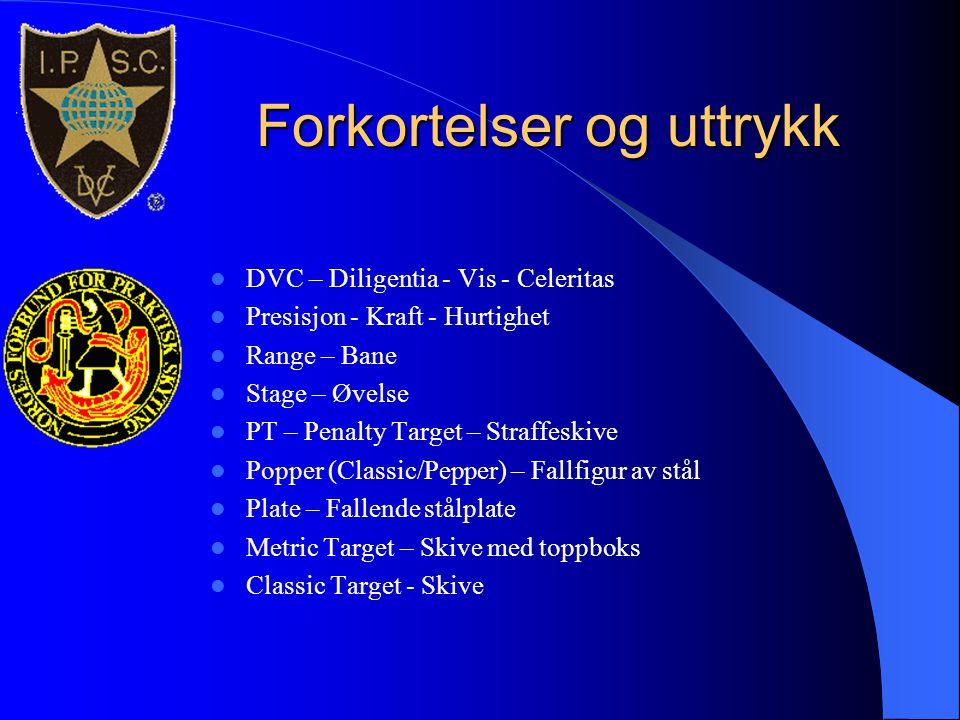 Forkortelser og uttrykk  DVC – Diligentia - Vis - Celeritas  Presisjon - Kraft - Hurtighet  Range – Bane  Stage – Øvelse  PT – Penalty Target – S
