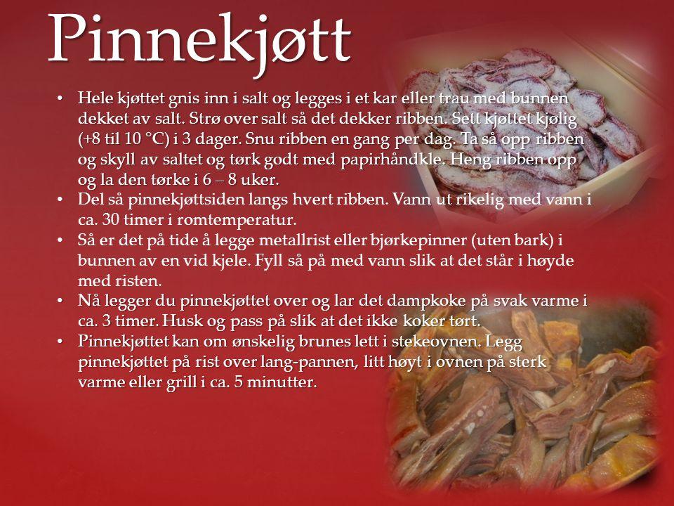 Pinnekjøtt • Hele kjøttet gnis inn i salt og legges i et kar eller trau med bunnen dekket av salt. Strø over salt så det dekker ribben. Sett kjøttet k