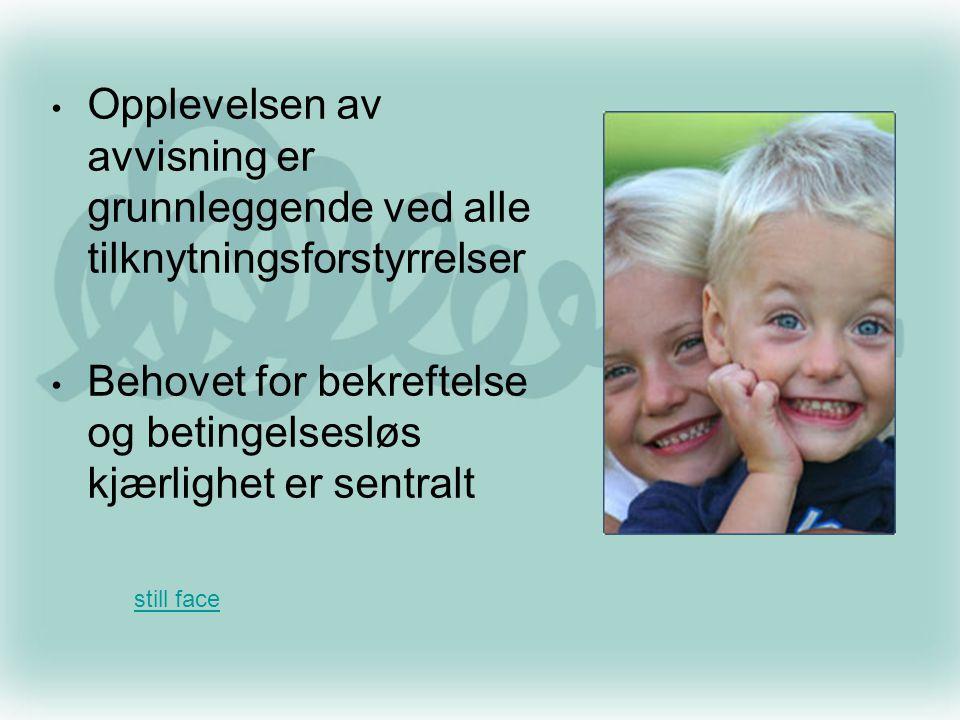 Barnets atferd er preget av at det går inn for å gjenskape sine primærrelasjons - erfaringers kvaliteter, dvs.