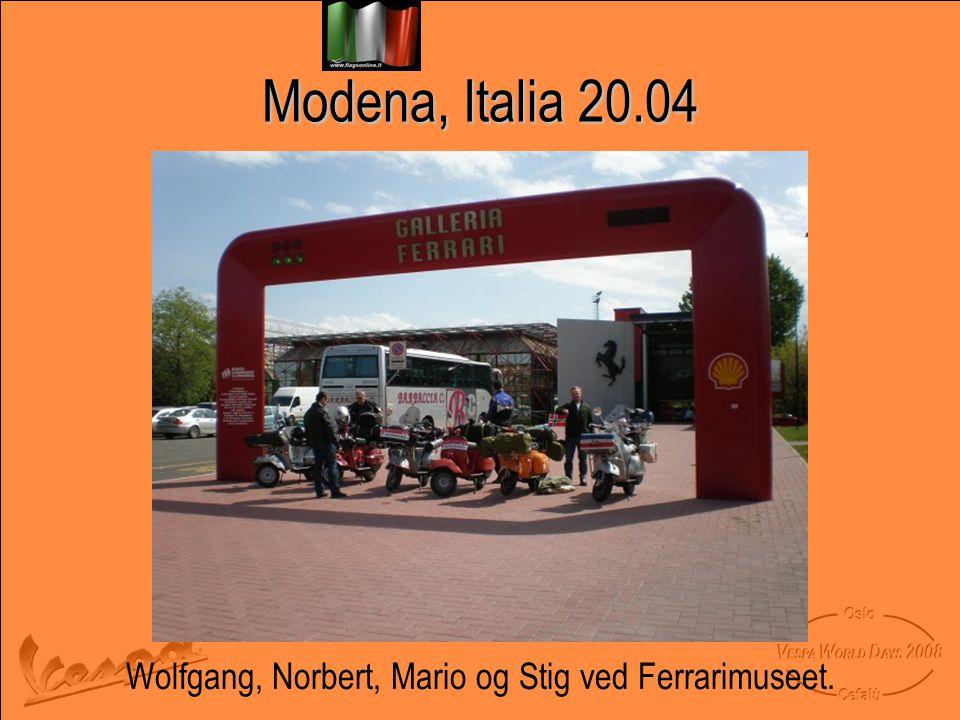 Modena, Italia 20.04 Wolfgang, Norbert, Mario og Stig ved Ferrarimuseet.