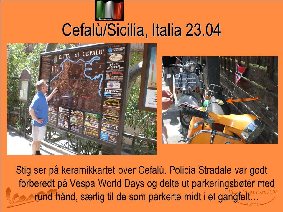 Cefalù/Sicilia, Italia 23.04 Stig ser på keramikkartet over Cefalù.