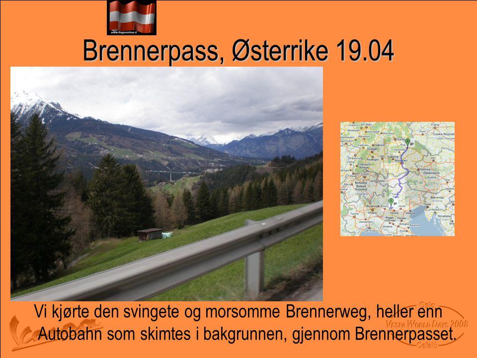 Brennerpass, Østerrike 19.04 Vi kjørte den svingete og morsomme Brennerweg, heller enn Autobahn som skimtes i bakgrunnen, gjennom Brennerpasset.