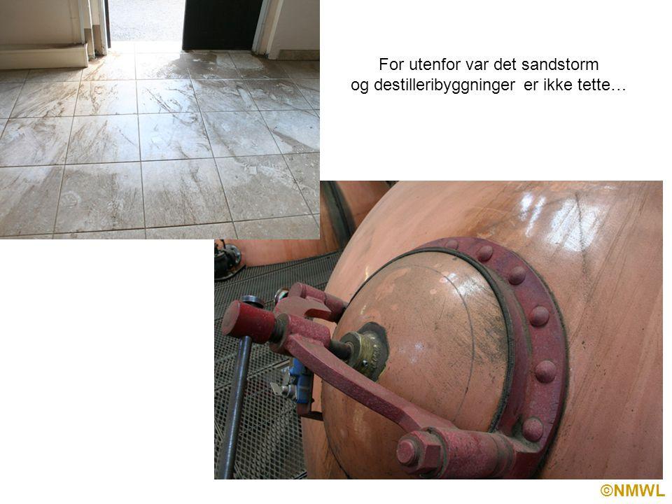 ©NMWL For utenfor var det sandstorm og destilleribyggninger er ikke tette…