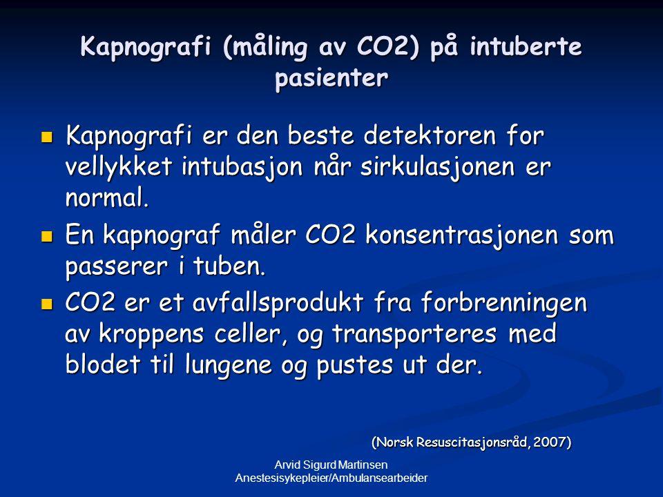 Arvid Sigurd Martinsen Anestesisykepleier/Ambulansearbeider Kapnografi (måling av CO2) på intuberte pasienter  Kapnografi er den beste detektoren for