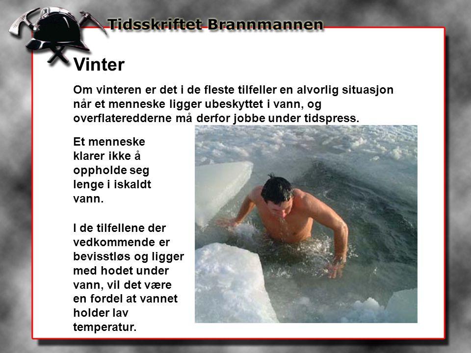 Vinter Om vinteren er det i de fleste tilfeller en alvorlig situasjon når et menneske ligger ubeskyttet i vann, og overflateredderne må derfor jobbe u