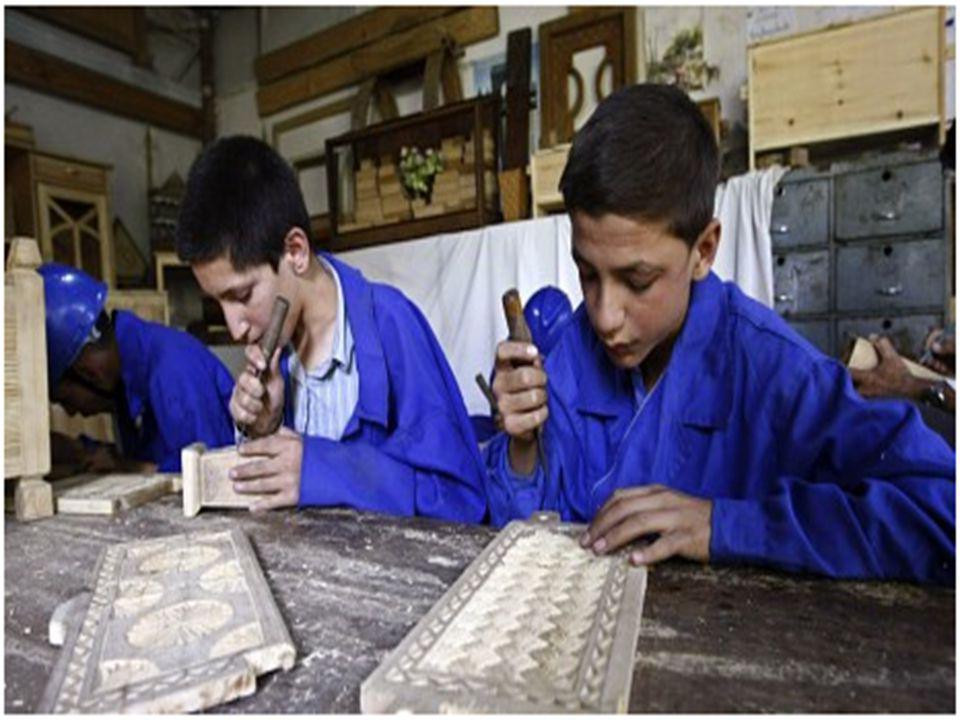 Situasjonen for barn i Afghanistan  Afghanske styrker skyter mot barn  600.000 barn på gata i Afghanistan  Over 125 milliarder i bistand  7.000 gatebarn får skolegang pga Aschiana  Bunnløs fattigdom  Stopp omsorgssentre i Afghanistan  Barn rammes hardest av krigen  Minst 1.050 barn under 18 år ble i 2009 drept  Taliban sto bak 64 prosent av barnedrapene  Seksuelle overgrep