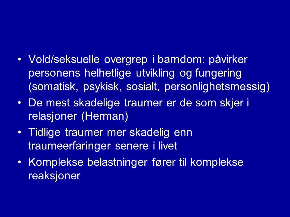 Risikofaktorer for å utvikle traumerelaterte psykiske vansker •Øker ved grad av eksponering for traumer: multiple traumatiske erfaringer vanskeligere å overkomme enn enkelt- hendelser •Økt risiko ved lang varighet og gjentatt traumatisering