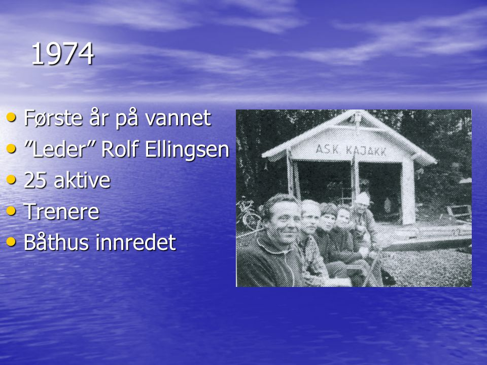 """1974 • Første år på vannet • """"Leder"""" Rolf Ellingsen • 25 aktive • Trenere • Båthus innredet"""