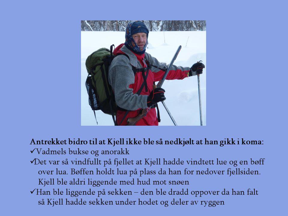 Antrekket bidro til at Kjell ikke ble så nedkjølt at han gikk i koma:  Vadmels bukse og anorakk  Det var så vindfullt på fjellet at Kjell hadde vindtett lue og en bøff over lua.