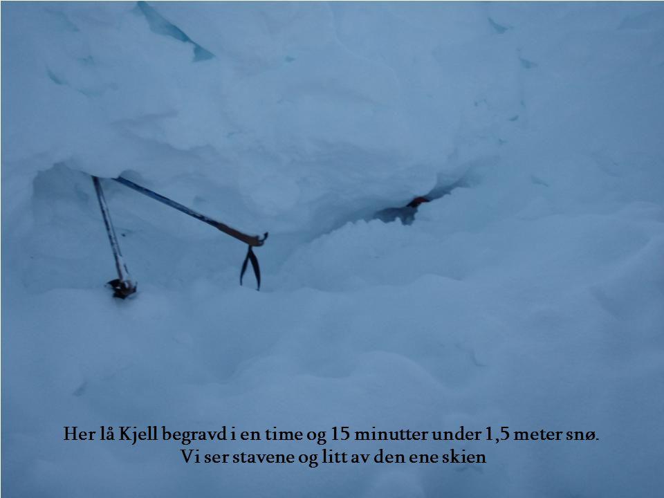 Her lå Kjell begravd i en time og 15 minutter under 1,5 meter snø.