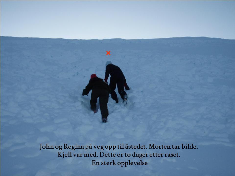 John og Regina på veg opp til åstedet. Morten tar bilde.