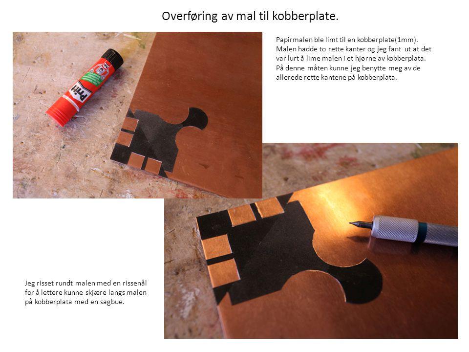 For å gjøre kobberplata lettere å arbeide med, kuttet jeg den for å få den mindre og lagde også noen kobberbiter som jeg kunne bruke til patineringsprøver.