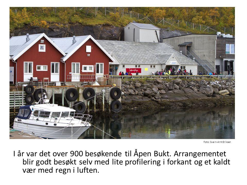 I år var det over 900 besøkende til Åpen Bukt. Arrangementet blir godt besøkt selv med lite profilering i forkant og et kaldt vær med regn i luften. F