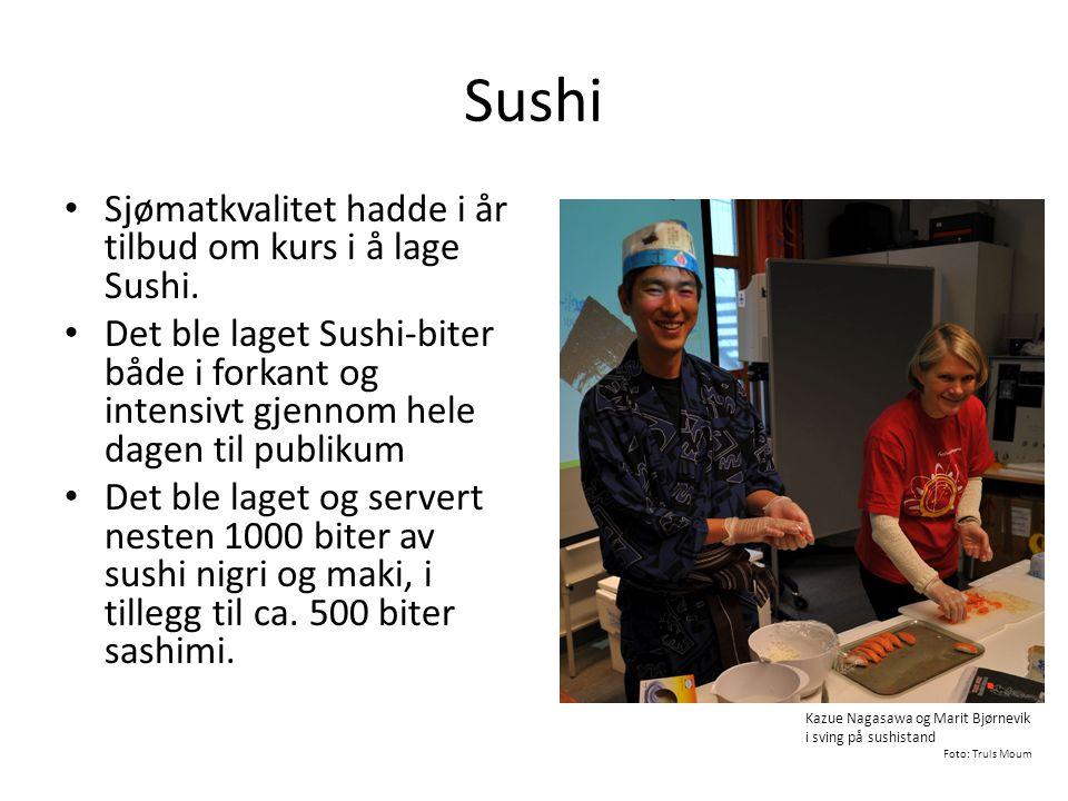 Sushi • Sjømatkvalitet hadde i år tilbud om kurs i å lage Sushi. • Det ble laget Sushi-biter både i forkant og intensivt gjennom hele dagen til publik