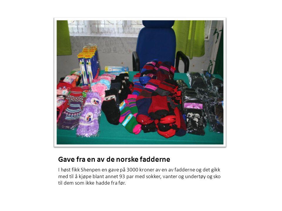 Gave fra en av de norske fadderne I høst fikk Shenpen en gave på 3000 kroner av en av fadderne og det gikk med til å kjøpe blant annet 93 par med sokk